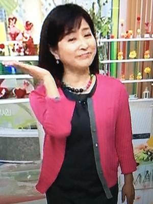 岡江久美子ピンクのジャケット