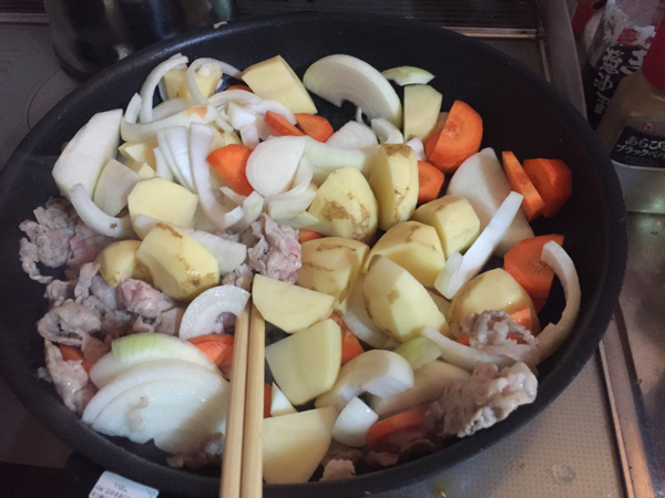 肉じゃが作り方、炒め